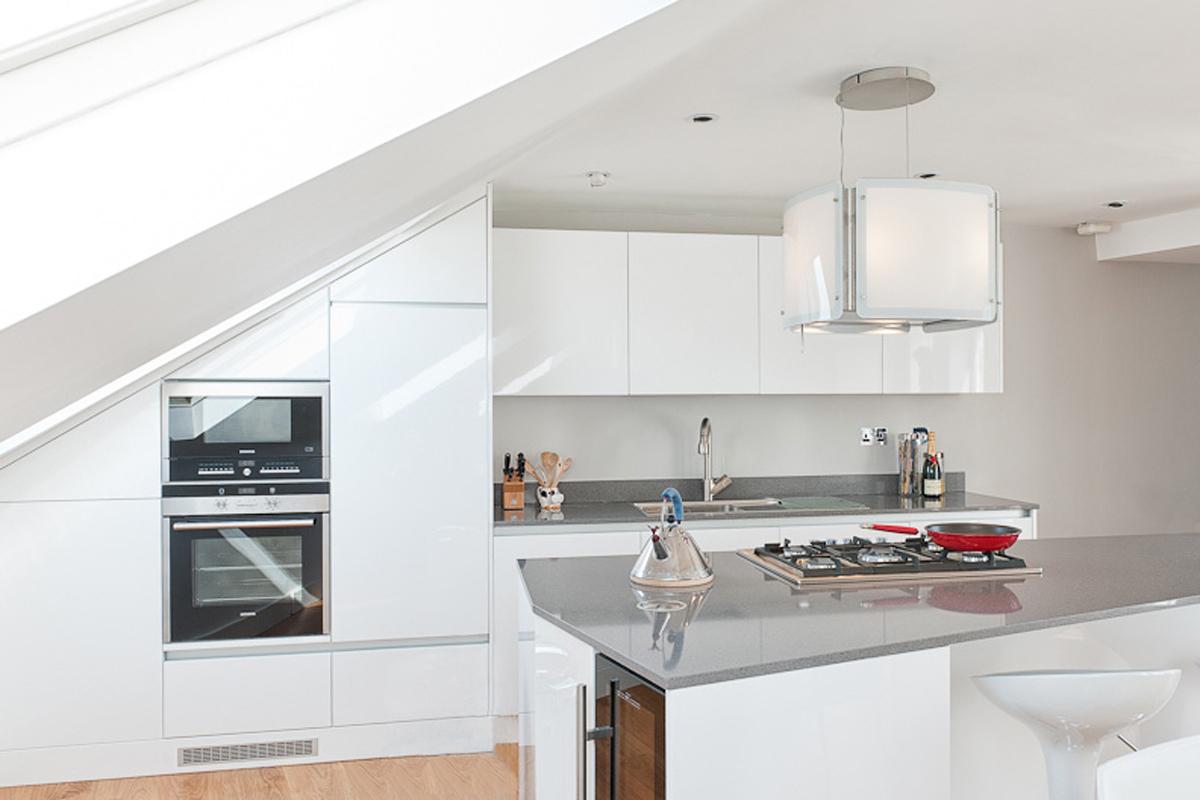 28 white high gloss kitchen cabinets high gloss kitchens for White gloss kitchen corner unit